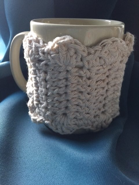 Scallop detail of the Zen Mug Cozy, a free pattern from My Workbasket